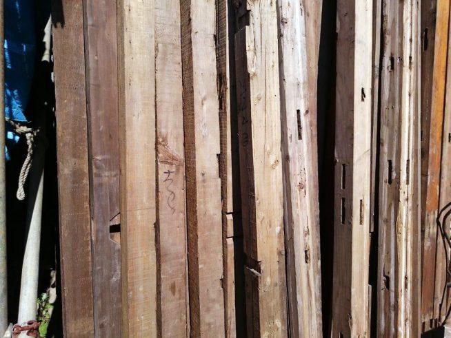 古材・古木 販売 ストックのイメージ